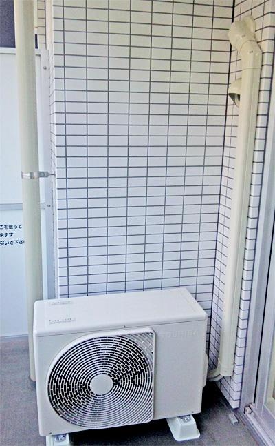 室外機 室外化粧カバーあり:東芝 RAS-221JDR