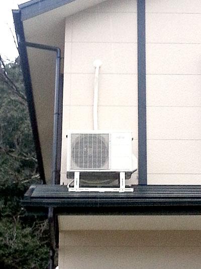 室外機 屋根置き:富士通 AS-R40B