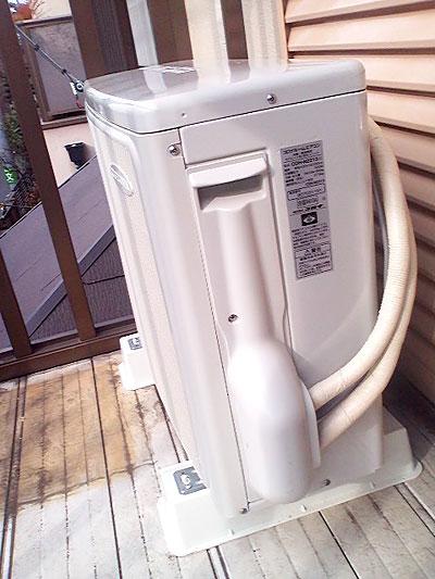 室外機 ベランダ置き 入替え後の新品エアコン:コロナ CSH-N2213