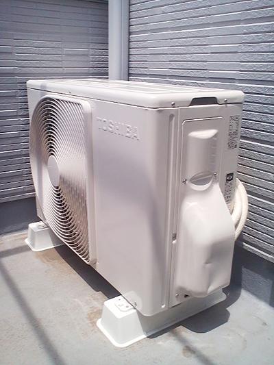 室外機 ベランダ置き 室外化粧カバーあり:東芝 RAS-251GR