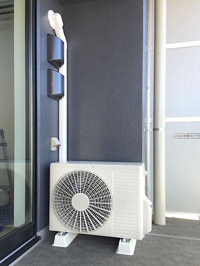 室外機 ベランダ置き 室外化粧カバーあり:日立 白くまくん RAS-AJ28D2