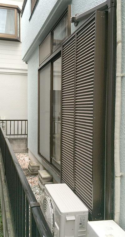 室外機 大地置き 室外化粧カバーあり:日立 白くまくん RAS-AJ22D