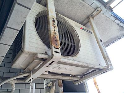 室外機(入替え前の古いエアコン)