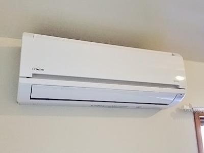 室内機 配管穴の穴あけ工事あり:日立 白くまくん RAS-AJ25D