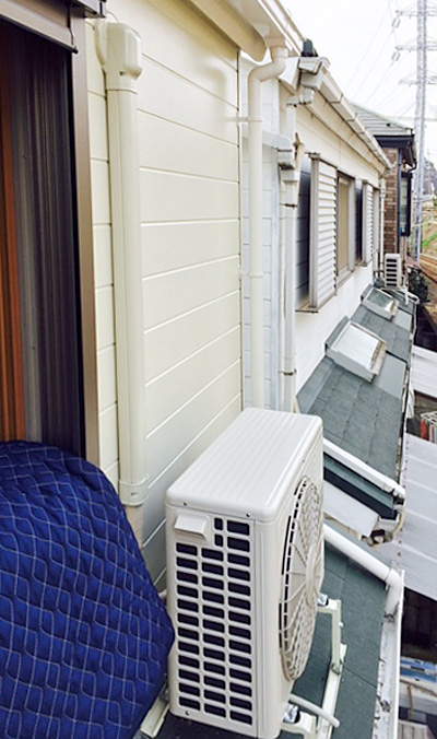 室外機 屋根置き 室外化粧カバーあり:日立 白くまくん RAS-AJ25D