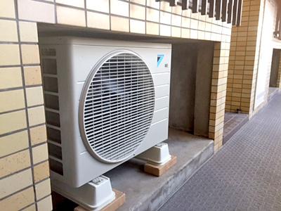 室外機 共用廊下に設置:ダイキン S22STES