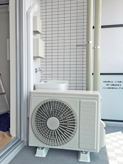 室外機 ベランダ置き 室外化粧カバーあり:日立 ステンレス・クリーン 白くまくん RAS-X56E2