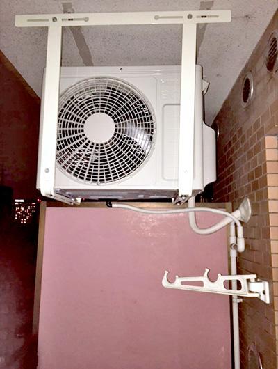 室外機 天吊り(新規で架台を設置):日立 白くまくん RAS-AJ22G