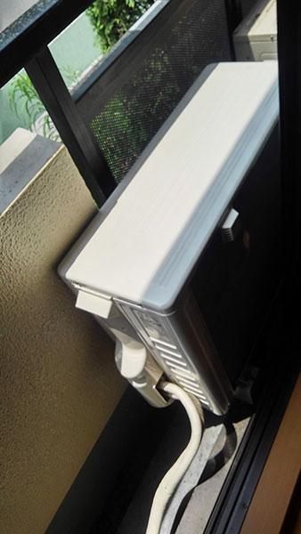 ベランダ置き 室外化粧カバーあり:日立 白くまくん RAS-AJ40G2
