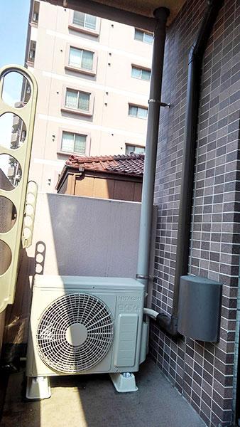 室外機 ベランダ置き 室外化粧カバーあり:日立 白くまくん RAS-AJ22H