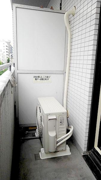 室外機 ベランダ置き:日立 白くまくん RAS-AJ22J
