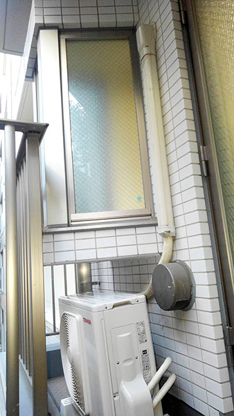 室外機 ベランダ置き 室外化粧カバーあり:東芝 RAS-2258V