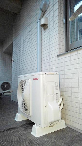 室外機 共用廊下置き 室外化粧カバーあり:東芝 RAS-G221M
