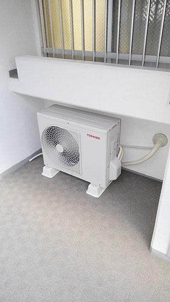 室外機 共用廊下置き:東芝 RAS-H221M