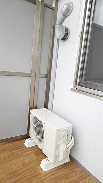 室外機 ベランダ置き 室外化粧カバーあり:三菱 霧ヶ峰 MSZ-GE2220